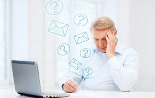 personne stressée par ses mails