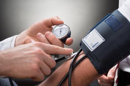 Stress à l'adolescence et hypertension chez l'homme
